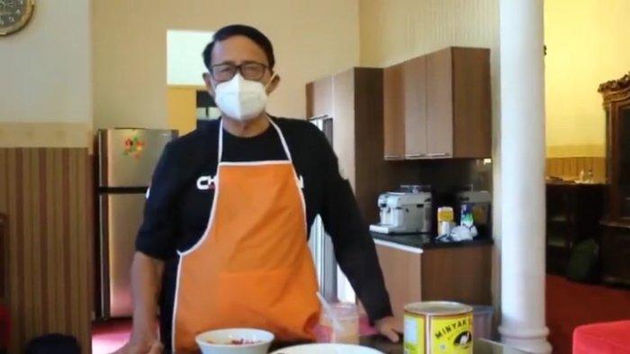 Ditinggal Cuti ART, Gubernur Banten Wahidin Halim Pamer Keterampilan Memasak Nasi Goreng Kambing