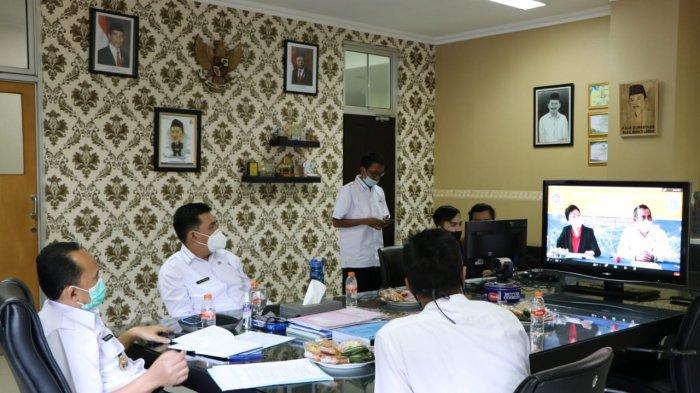 Wakil Bupati Lebak Ade Sumardi meresmikan Pusat Pelatihan dan Pengembangan Pekerja Migran Indonesia (PMI) asal Lebak melalui virtual di Ruang Kerja Wakil Bupati Lebak Rangkasbitung, Jumat (25/12/2020).