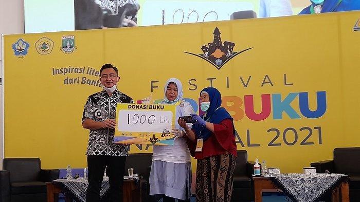 Andika Hazrumy Borong dan Donasikan 1.000 Buku untuk Taman Bacaan Masyarakat di Banten