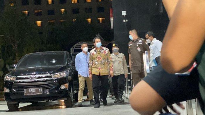 Wakil Ketua DPR Azis Syamsudin Terlihat Santai Saat Tiba di Gedung KPK