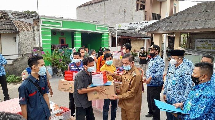 Wali Kota Serang Kunjungi dan Beri Bantuan ke Warga yang Rumahnya Terbakar Jelang Lebaran