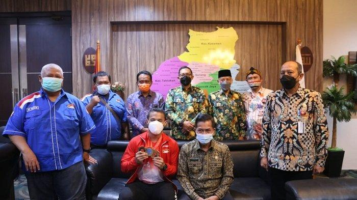 Wali Kota Serang Bangga Putra Daerah Rizki Juniansyah Raih 3 Emas di Kejuaraan Dunia