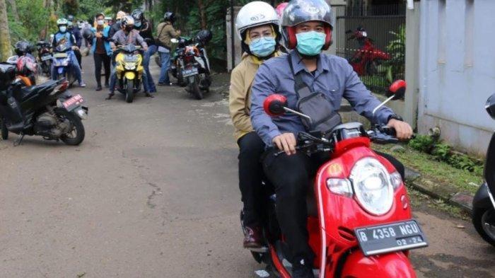 Gaya Wali Kota Tangsel Airin Rachmi Tinjau Titik Longsor dan Banjir