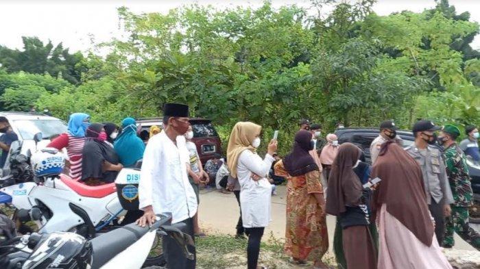 Ingin Lihat Jokowi di Peresmian Bendungan Sindang Heula, Warga Rela Tempuh Jarak 11 Km