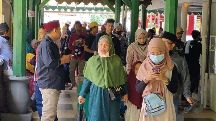 Ratusan Warga Bandel Terobos Kawasan Wisata Religi Banten Lama via Jalur Tikus