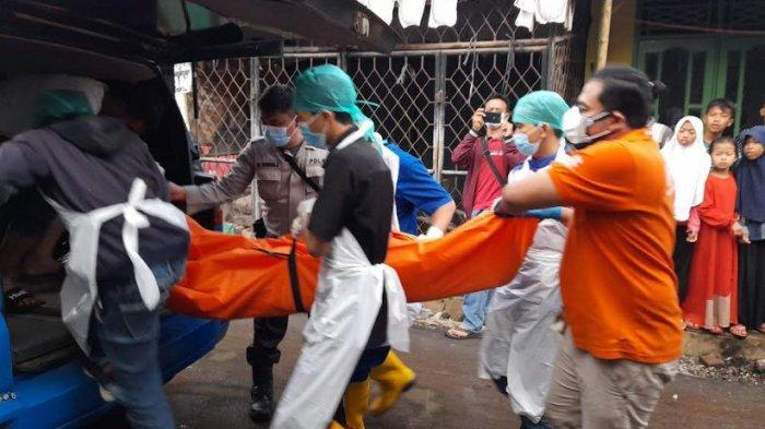 Seorang pria bernama Asni, warga RT 01/03, Kampung Masigit Etan, Kelurahan Masjid Priyayi, Kecamatan Kasemen, Kota Serang  ditemukan tewas di dalam rumah dengan bekas luka di leher, Selasa (31/8/2021) pukul 15.00 WIB