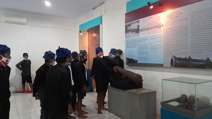 Ritual Seba 2021, Warga Baduy Cek Artefak Kesultanan Banten di Museum Situs Keperbukalaan