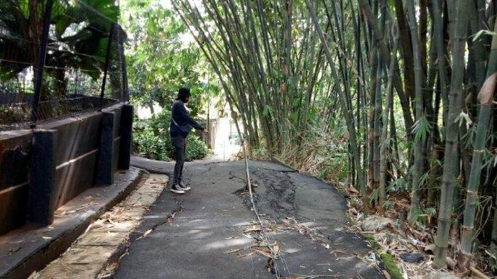 Warga Takut Melintas di Jalan Retak di Kampung Baru Ciputat Tangsel