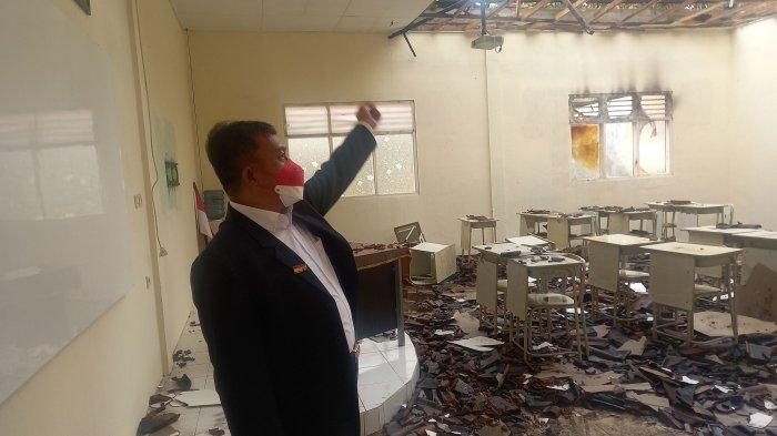 Satu Orang Luka Bakar, Sanuji Langsung Tinjau Gedung SMPN 2 Cilegon yang Terbakar