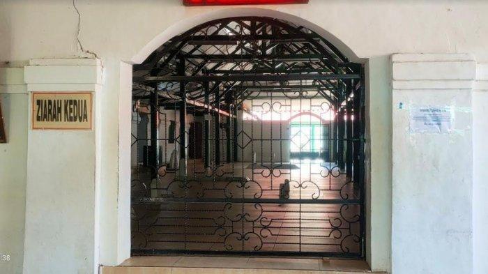 Area ziarah makam di Kawasan Banten Lama Kabupaten Serang ditutup selama penarapan PPKM Darurat hingga 20 Juli 2021