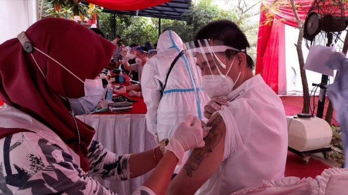 61 WNA Cina yang Bekerja di PLTU Jawa 7 Serang Jalani Vaksinasi