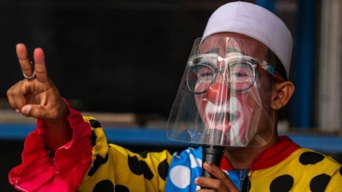 Inspiratif, Ustaz di Tangerang Ajarkan Anak-Anak Mengaji Pakai Kostum Badut