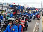 10-ribu-mahasiswa-dan-pelajar-padati-flyover-ciputat-untuk-rasa-cipta-kerja.jpg