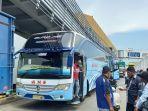 bus-tujuan-beberapa-kota-di-pulau-sumatera-mulai-memadati-pelabuhan-merak-q342.jpg