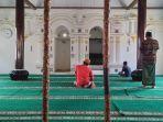 jemaah-salat-di-masjid-darul-falah.jpg