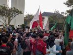 mahasiswa-kasibat-unjuk-rasa-di-kp3b-terkait-kasus-korupsi.jpg