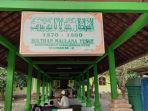 makam-sultan-maulana-yusuf-di-kecamatan-panembahan.jpg