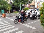 pelanggaran-lalu-lintas-di-hari-pertama-tilang-elektronik-di-lampu-merah-pisang-mas.jpg