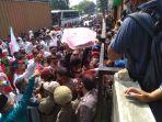 pendaftaran-calon-wali-kota-tangsel-muhamad-saraswati-ricuh-di-kpu-tangsel-2.jpg
