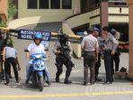 pengamanan-kantor-polisi-polres-dan-polsek-diperketat-pasca-serangan-terorisme.jpg