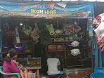 penjual-ikan-hias-di-pusat-perdagangan-ikan-hias-taman-sari-kota-serang.jpg