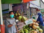 penjual-kelapa-hijau-syamsuri-dalam-sehari-bisa-menjual-200-buah.jpg