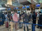 penumpang-antre-di-bandara-soetta.jpg