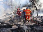 petugas-bpbd-kabupaten-serang-memadamkan-api.jpg