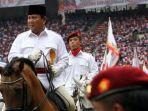 prabowo-subianto-menaiki-kuda-saat-menghadiri-kampanye-partai-gerindra-di-sugbk-pada-2014.jpg