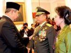 presiden-sby-memberi-ucapan-selamat-usai-melantik-jenderal-moeldoko-sebagai-panglima-tni.jpg