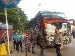 puluhan-pengurus-bus-mendatangi-polsek-kepolisian-sektor-kawasan-pelabuhan-kskp-merak.jpg