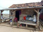 rumah-keluarga-miskin-apipi-dan-asmawati-di-kabupaten-serang-2.jpg