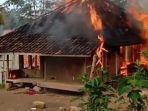 rumah-sederhana-milik-warga-di-kabupaten-lebak-banten-luder-terbakar-selasa-1632021.jpg