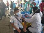 suasana-vaksinasi-covid-19-untuk-sopir-angkutan-umum-dan-ojek-online-di-terminal-poris-plawad.jpg