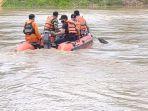 tim-sar-gabungan-melakukan-pencarian-korban-kecelakaan-perahu-terbalik-di-sungai-ciujung.jpg