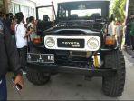 toni-fathoni-mukson-miftahul-tamamy-naik-mobil-jeep-land-cruiser.jpg