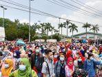 unjuk-rasa-aksi-mogok-nasional-karyawan-pabrik-nike-di-serang.jpg