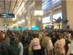 viral-kerumunan-di-terminal-kedatangan-bandara-soekarno-hatta.jpg