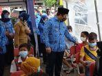 wali-kota-tangerang-arief-r-wismansyah-saat-meninjau-vaksinasi-untuk-siswa-sd.jpg