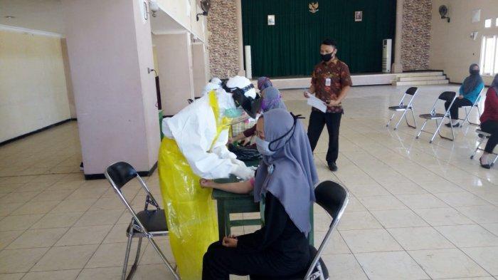 Hasil Rapid Test Massal Virus Corona di Pasar Bojong Kabupaten Pekalongan