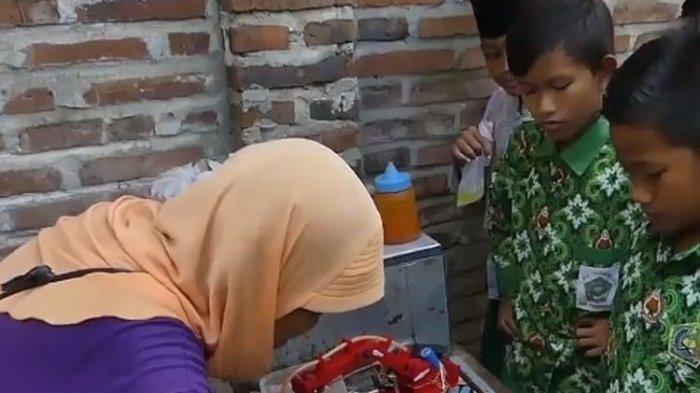Tidak Tega Ibu Kesusahan Berjualan Telur Dadar, Pemuda Purworejo Ciptakan Robot Pemasak Telur.
