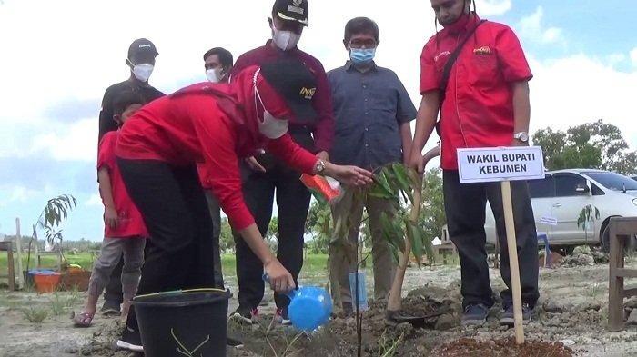 Dukung Gerakan Pemkab, Komunitas Innova Community Inyong Chapter Kebumen Tanam 1000 Bibit Pohon