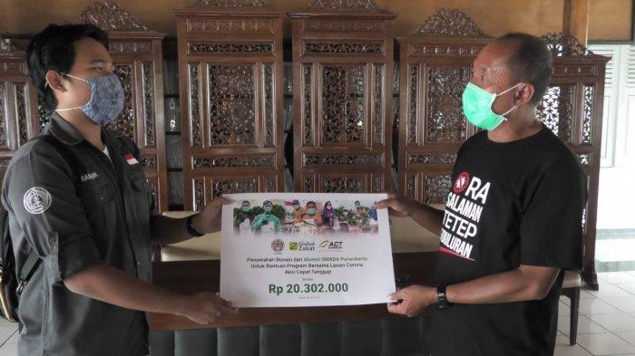 Alumni SMAN 2 Purwokerto Berikan Bantuan untuk Masyarakat Terdampak Corona di Banyumas