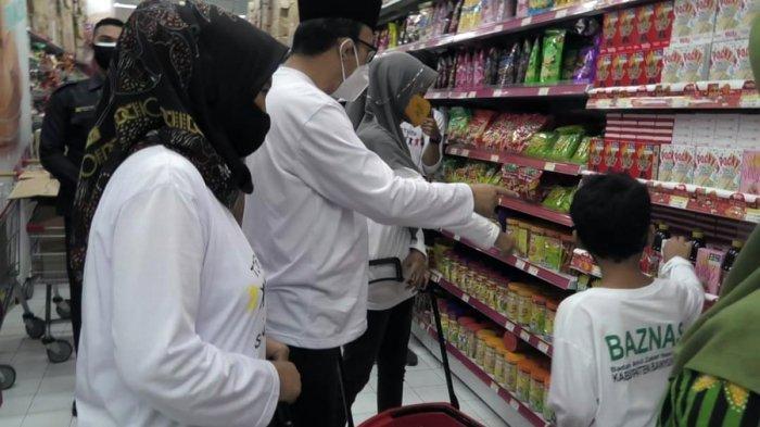 Begini Keceriaan Anak Yatim Dhuafa di Banyumas, Belanja Bersama Bupati Achmad Husein dan Baznas
