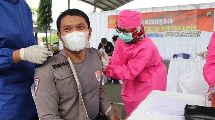 Apresiasi Vaksinasi Anggota Polres Kebumen, Plh Bupati: Insyaallah Tidak Ada Efek Sampingnya