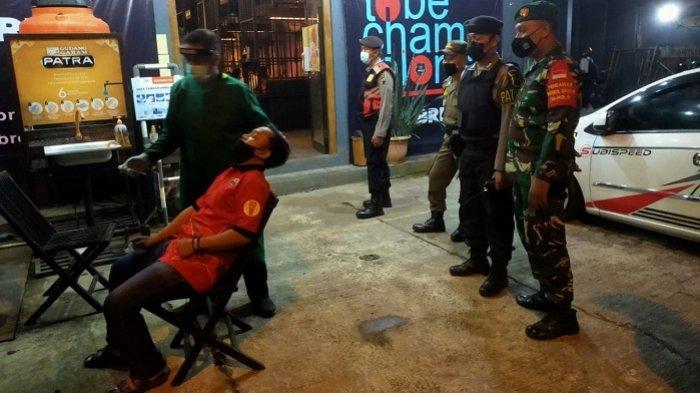 Polisi Datangi Angkringan hingga Kafe di Purwokerto, Lakukan Tes Antigen ke Pelayan dan Pengunjung
