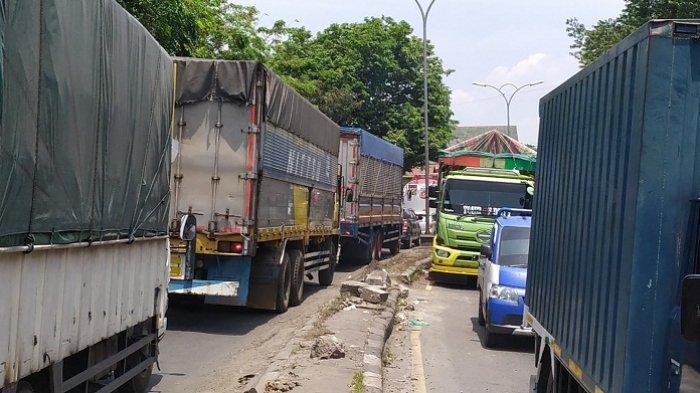 Dampak Pengecoran, Jalan Pantura Semarang di Mangkang Macet hingga 10 Km. Sopir: Jadi Boros Solar
