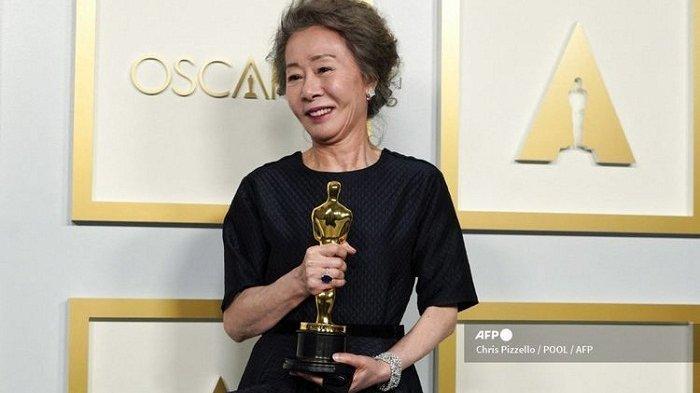 Selamat, Artis Korea Youn Yuh-jung Gondol Piala Oscar 2021 Lewat Peran di Film Minari
