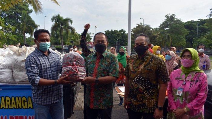 Petani Kegirangan, ASN Pemkab Karanganyar Borong Cabai, Dibeli Seharga Rp 13 Ribu Tiap Kilogram