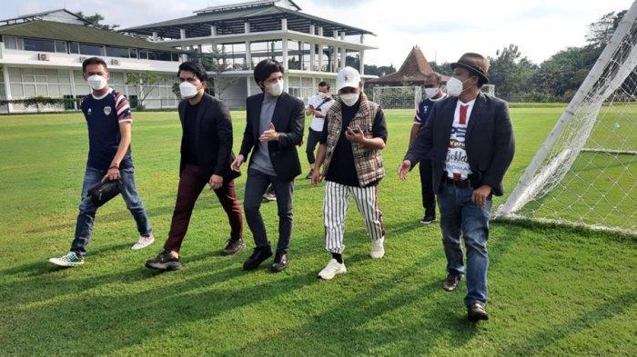 Bakal Berkolaborasi? Atta Halilintar dan Putra Siregar Nonton Latih Tanding PSG Pati di Yogyakarta